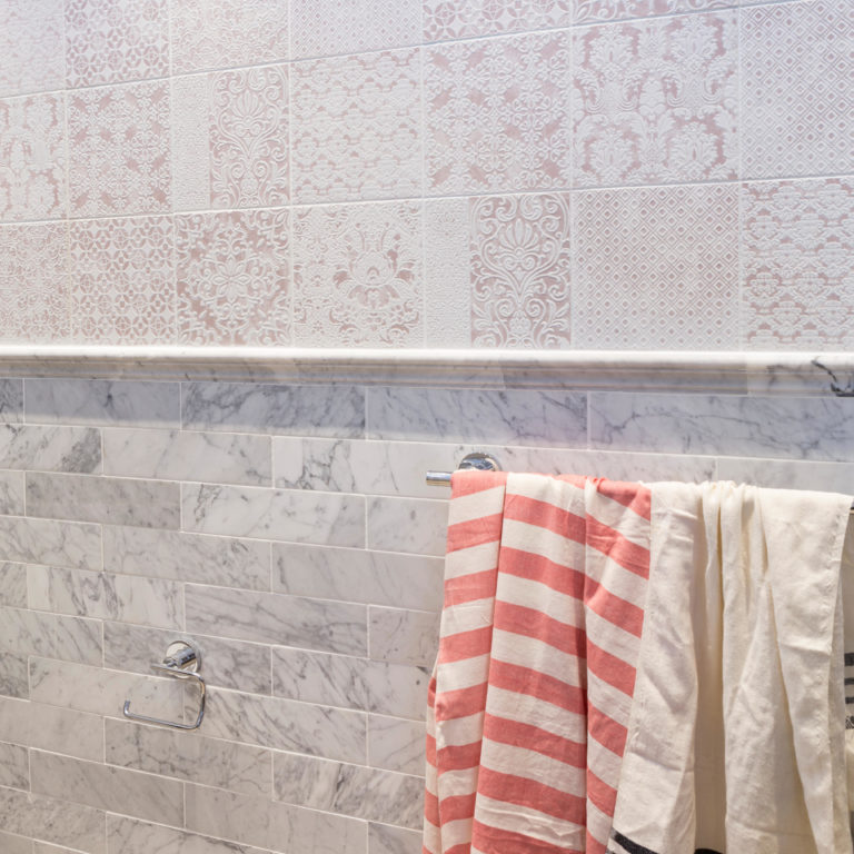 Delicato Rose, Carrara Honed Cornice Rail
