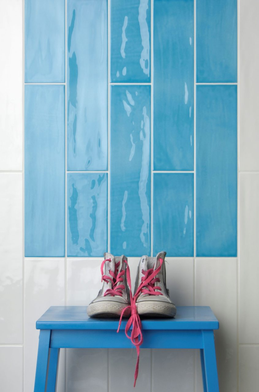 Paintbox Azure & Milk Gloss Tile In Situ