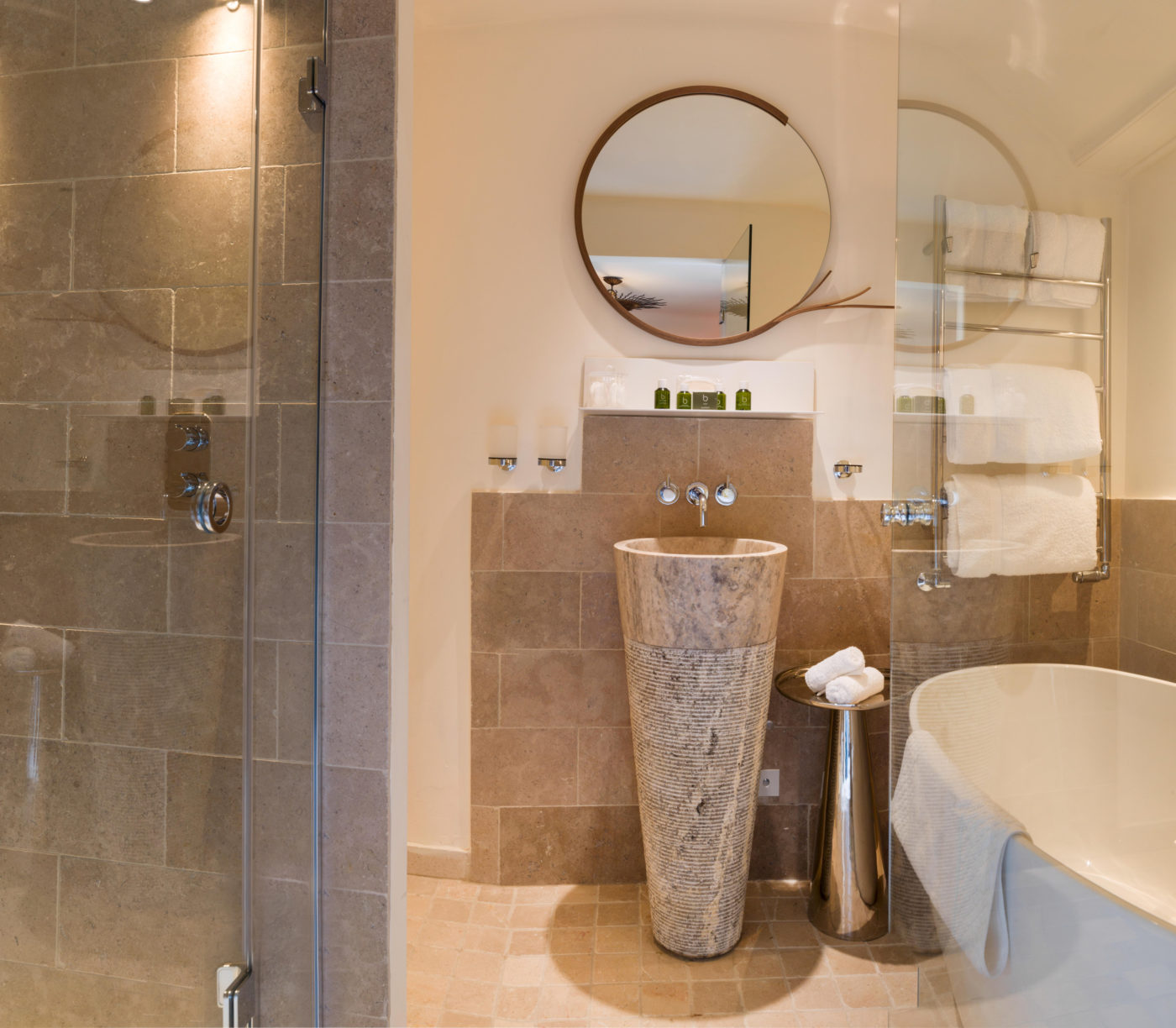Dijon Tumbled wall tiles and Ecru Tumbled (Floor) & Silver Honed Splitface Apollo Basin