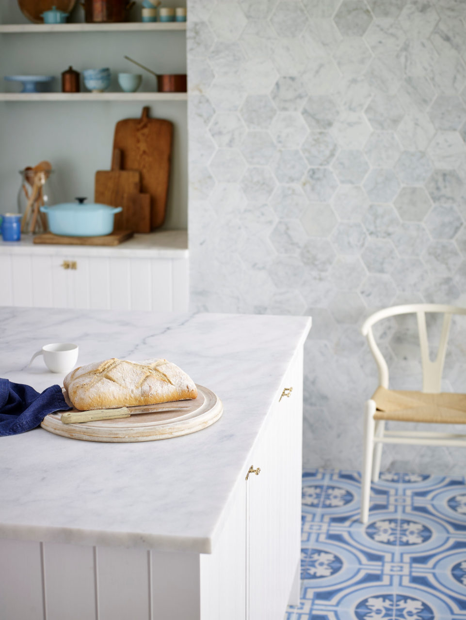 Carrara Tumbled Marble Tile Hex, Calacatta Worktop & Mod Encaustic Blue