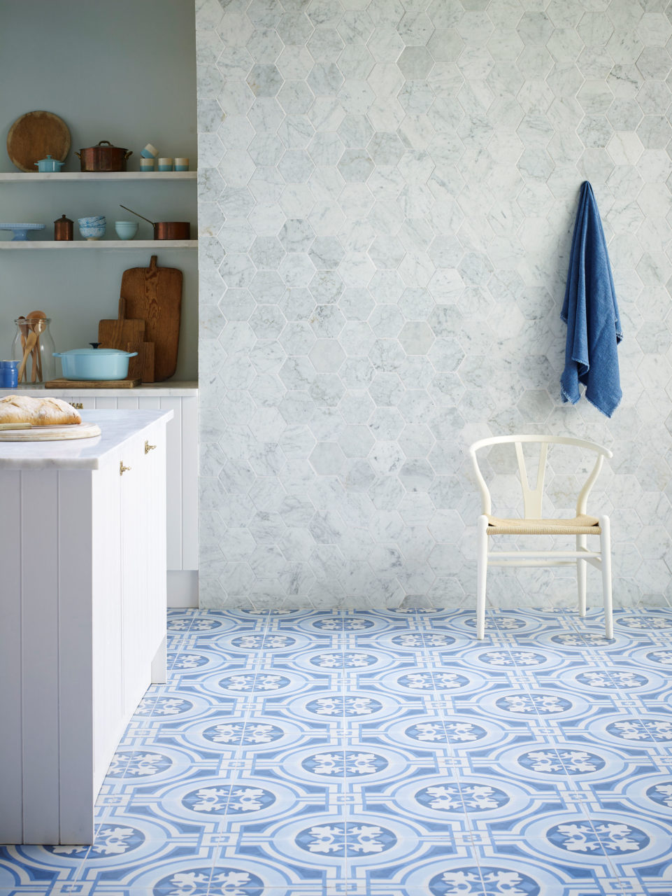 Mod Encaustic Blue & Carrara Tumbled Marble Tile Hexagon v.II (1)