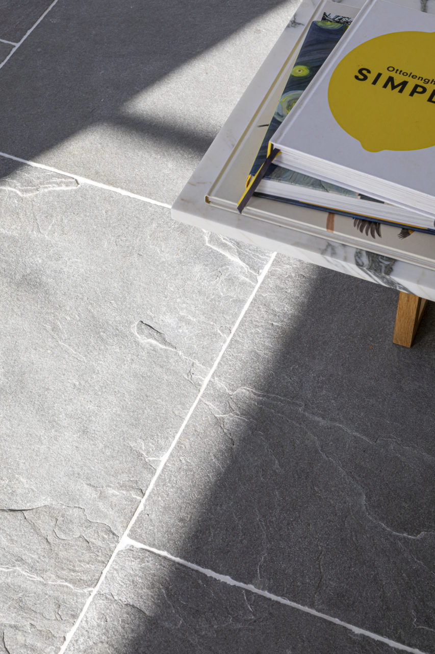 agincourt-grey-tumbled-limestone-floor-tiles-2