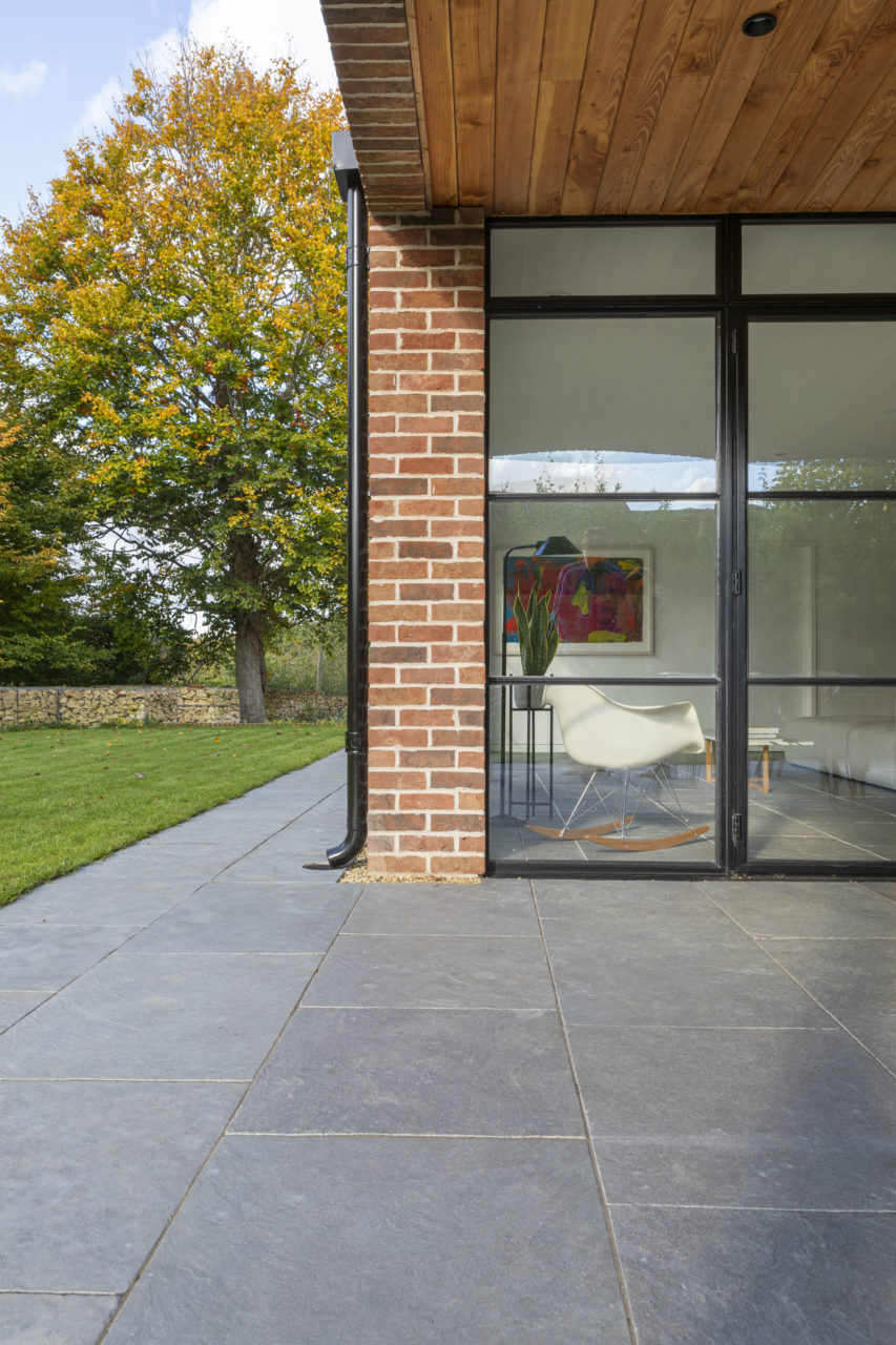 agincourt-grey-tumbled-limestone-floor-tiles