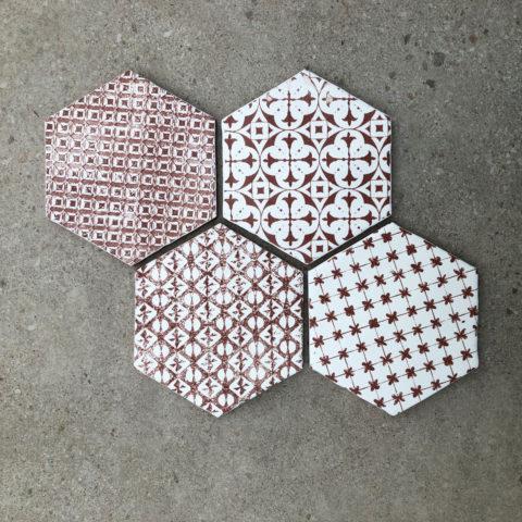 Vintage Decor White/Red Hexagon